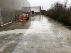 Zagen en uitbreken betonvloer